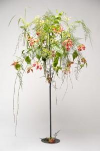 Estructura de árbol en hierro forjado para flores y velas