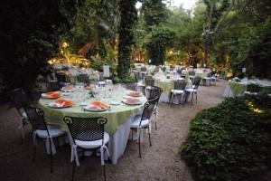 Banquete montado en La Casilla al atardecer.