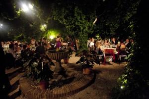 Una fuente con historia adorna el banquete.